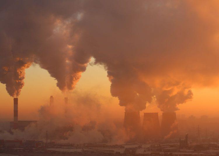 Fabryki zanieczyszczające powietrze, fot. Depositphotos